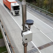 Ultraschallanemometer montiert an Mast an der A10 zwischen Ofenauer und Hiefler Tunnel in Fahrtrichtung Salzburg